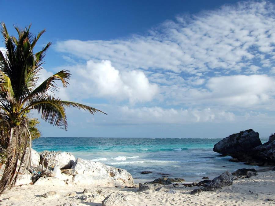 Puerto Aventuras se distingue por tener las playas de arena blanca más finas
