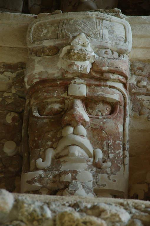 Los mascarones de Kohunlich tienen grabado el rostro de deidades solares
