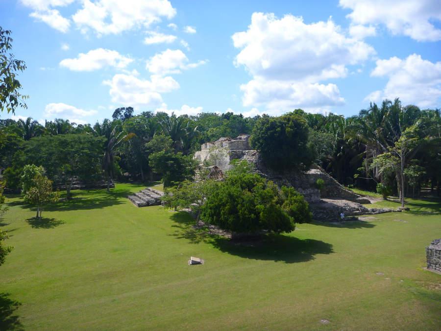 El antiguo centro maya Kohunlich se extiende en 8 hectáreas de bosque tropical