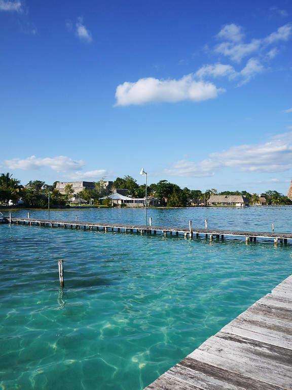 Alrededor de la laguna de Bacalar se establecieron distintos balnearios y restaurantes