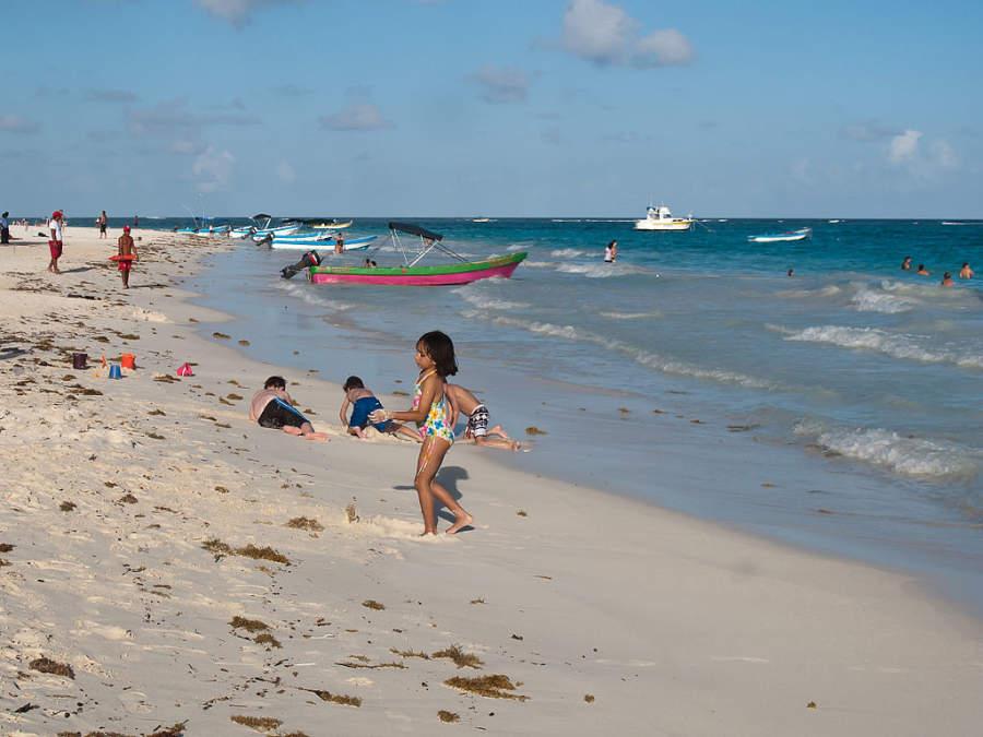Playa Paraíso se localiza a 20 kilómetros al norte de Playa del Carmen