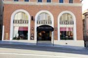 Hotel Carlton, a Joie de Vivre Boutique Hotel